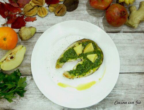 Spada in salsa verde con mela cotogna e polvere di capperi