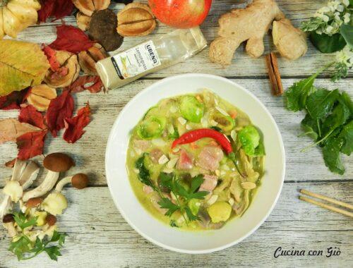 Latte di cocco e curry con tonno e verdure