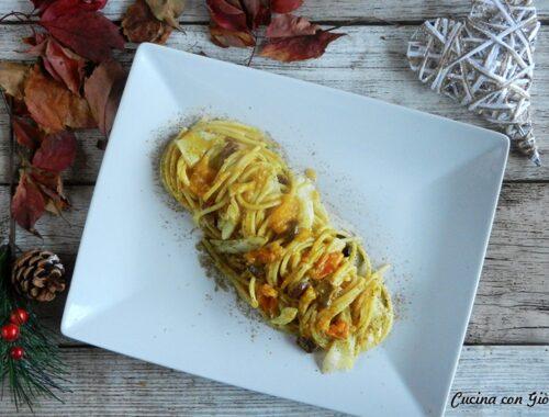 Spaghetti con baccalà, olive, pomodorino giallo e polvere di capperi