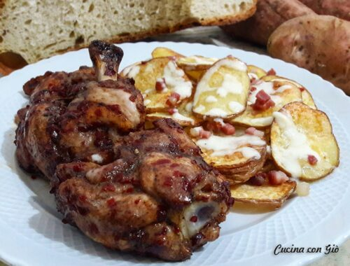 Ali di pollo alla salsa di soia e miele con chips di patate