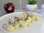 Filetto di maiale col suo jus, salsa di gorgonzola e mele, granella di arachidi